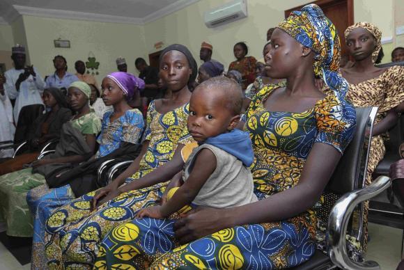 Boko Haram liberta 21 das mais de 200 meninas sequestradas em 2014