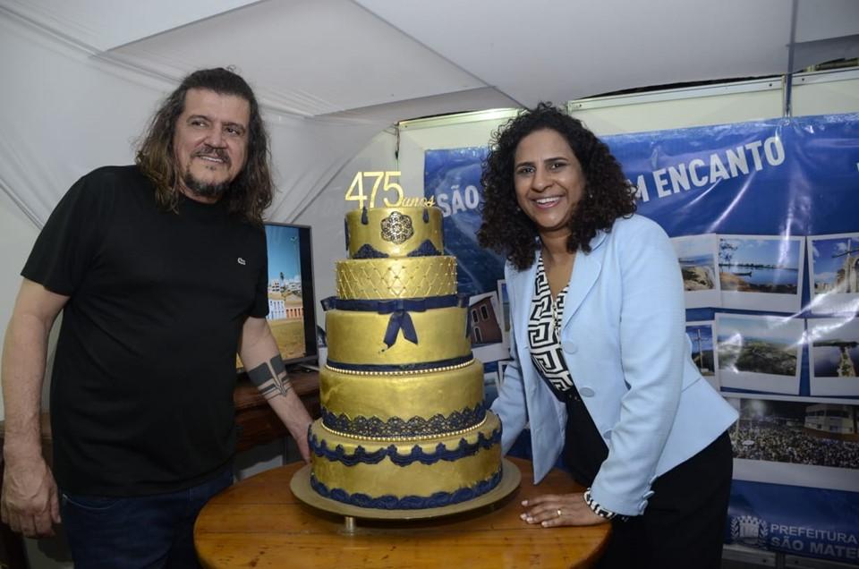 Governadora em exercício, Jaqueline Moraes com o prefeito da cidade, Daniel Santana, na festividade alusiva aos 475 anos da cidade de São Mateus