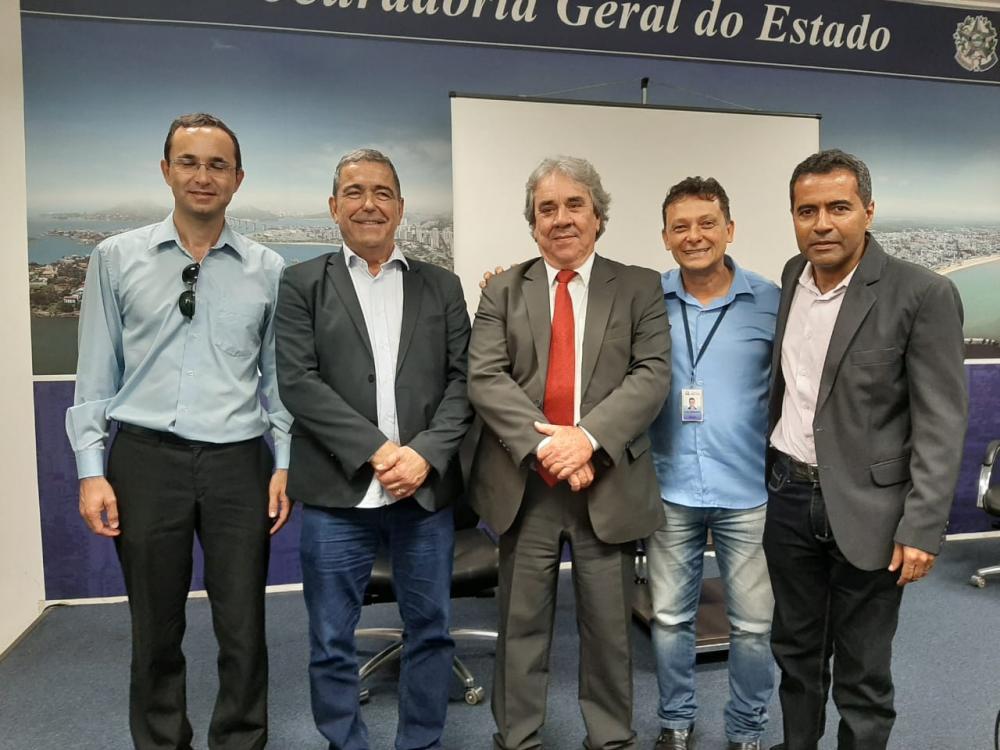 Presentes no Workshop o assessor da Sehab, Claydson Pimentel; o secretário da Sedurb, Marcus Vicente; o palestrante Silvio Figueiredo; o secretário municipal de habitação, Luiz Fernando Méier, e o gerente de regularização fundiária, Carlos Loureiro.