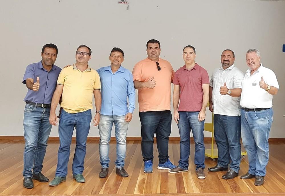 Fundão - Prefeito Pretinho Nunes participa de audiência sobre regularização fundiária