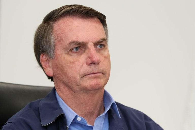 O presidente da República, Jair Bolsonaro, editou diversos atos normativos recentemente com o objetivo de impedir que uma eventual paralisação dos serviços prejudique a aquisição de bens e de insumos destinados ao enfrentamento do COVID-19 Foto: Isac Nóbrega/PR