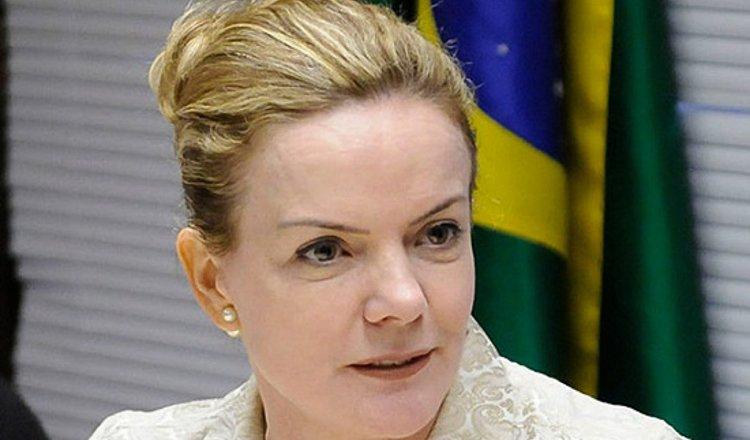 """Moro confessou crimes e delatou Bolsonaro"", diz Gleisi Hoffmann"
