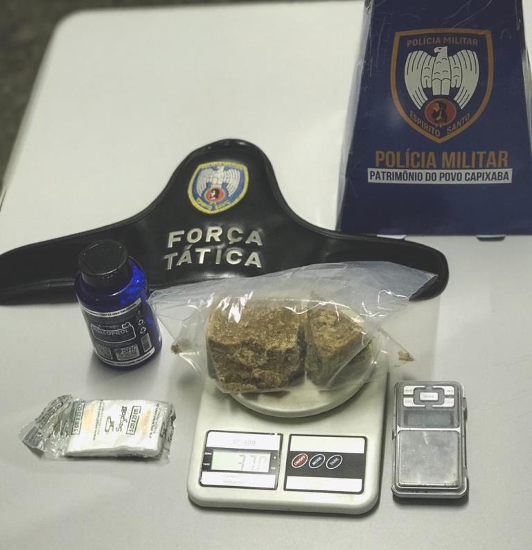 Aracruz - Polícia apreende arma e drogas