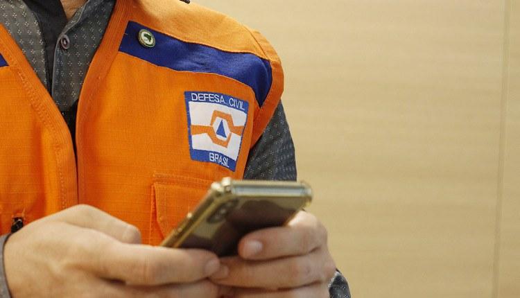 Os interessados em receber os avisos por SMS devem enviar uma mensagem do telefone celular para o número 40199 da Defesa Civil - Foto: Ministério do Desenvolvimento Regional