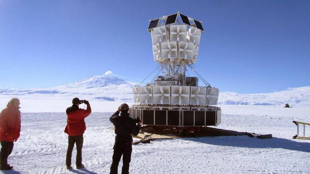 Cientistas da NASA detectam evidências de universo paralelo onde o tempo retrocede