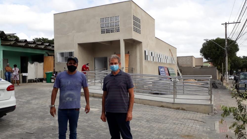 Prefeito Jones Cavaglieri e vereador Ronivaldo Cravo, na Unidade de Saúde de Guaraná - Foto: Carla Gabriela/Secom PMA