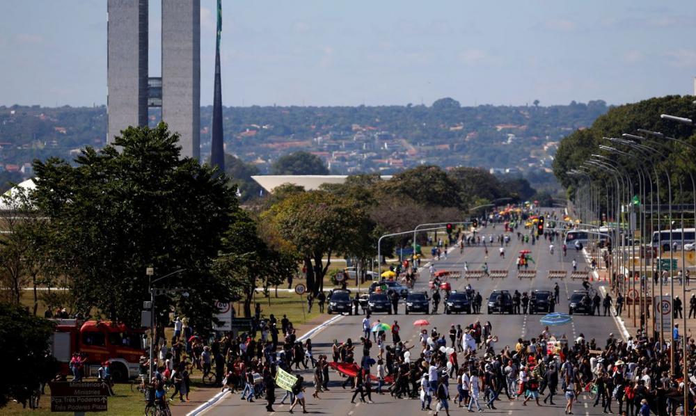 Manifestações pró e contra governo são registradas neste domingo