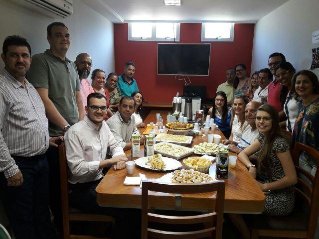 Aracruz – Alcântaro Filho toma café da manhã com vereadores e servidores