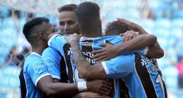 Grêmio vence o Atlético-MG e continua a caça ao Corinthians
