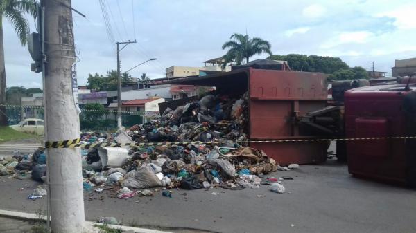 Aracruz - Lixo de São Mateus  paralisa trânsito