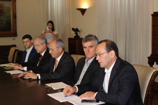 Governo investirá R$ 282 milhões em pavimentação, recuperação e uma nova rodovia