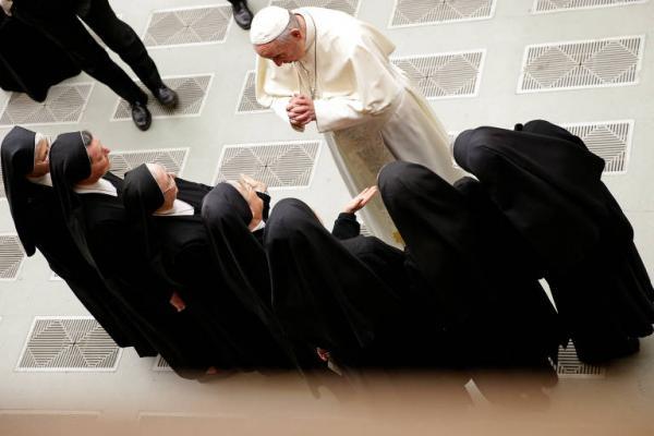 Relaxamento de visões dogmáticas divide igreja sob papado de Francisco
