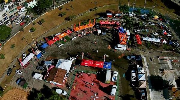 Vista aérea da Praça da Paz onde ocorre a largada da competição. Aproximadamente 170 pilotos irão percorrer 47 KM em três voltas