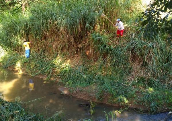 Ibiraçu-Prefeitura realiza roçagem as margens do Rio Taquaraçu