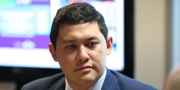 Ministro do Trabalho presta depoimento à Polícia Federal
