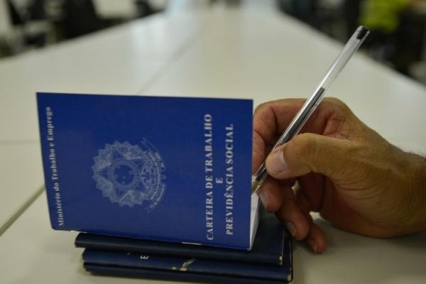 Carteiras de trabalho poderão ser emitidas em agências dos Correios