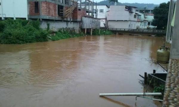 João Neiva - Prefeitura realiza ação preventiva de limpeza de rios