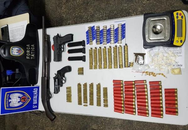 Aracruz e Fundão - Polícia apreende grande quantidade de armas, drogas e munições