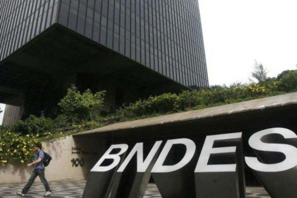 Senador pede a Bolsonaro para abrir caixa preta do BNDES
