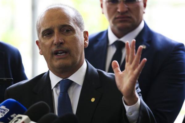 Onyx apresenta lista dos 22 ministérios do governo Bolsonaro