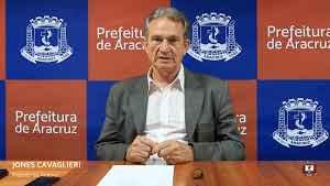 Prefeito Jones durante entrevista coletiva em seu gabinete - Foto: Vinícius Gardiman