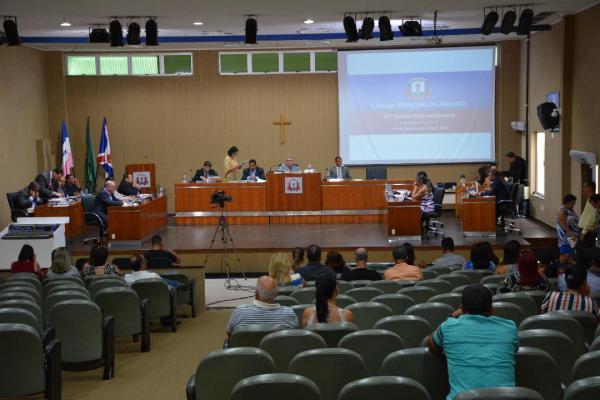 A atual Mesa Diretora da Câmara de Aracruz, durante votação do projeto de Lei Orçamentária Anual; votação para o ano posterior é inédita no município.