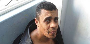 Até o momento, a principal linha de investigação seguida pela Polícia Federal é a de que Adélio Bispo de Oliveira agiu sozinho, mas o inquérito sobre o caso ainda segue em andamento.